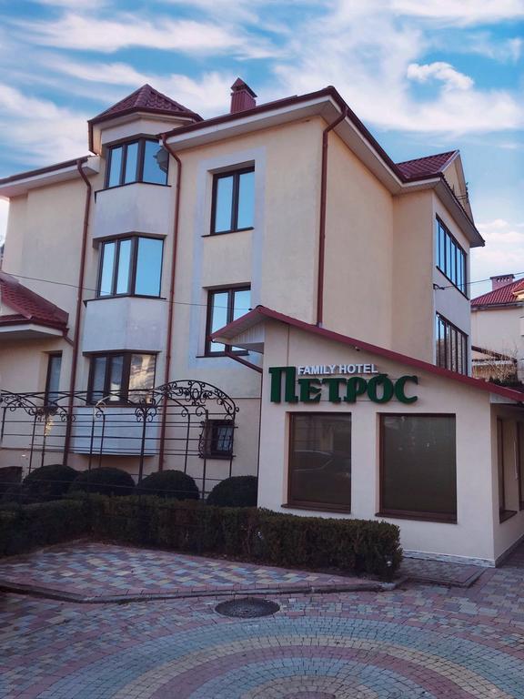 Петрос Family Hotel